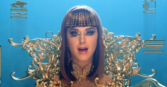 katy-perry-dark-horse-music-video-still-2
